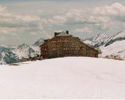 Die Oberwalderhütte auf dem Gipfel des Großen Burgstall