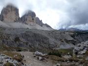 Blick auf den Weiterweg, wenige Meter nach Verlassen der Drei-Zinnen-Hütte