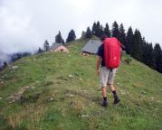 Grandiose Aussichten beim Hüttenzustieg in die nahen Alpen