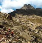 Blick zum Ostkamin am Tschigat, durch diesen Spalt führt der Aufstieg