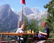 Treviso-Hütte, Biergenuss auf der Terrasse mit genialem Blick