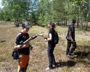 Lost Place Geocache Bewegung Soldat - Spielzeugwaffen deuten auf andere Besucher der Anlage