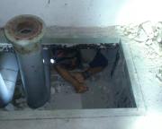 Auch unangenehme Arbeiten gehören dazu, in einem verdammt langen und engen Rohrleitungsschacht