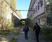 Lost Place Alte Mosaikfabrik -  zwischen den Werksgebäuden