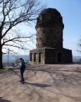 Wie man schon links sieht: im Freien ist Geocaching gemütlicher, wie hier am Bismarckturm Radebeul