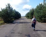 Auf der Rollbahn des Feldflugplatzes Löpten, eine ehemalige militärische Anlage
