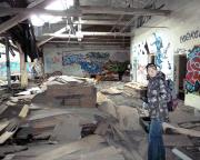 Reste der ehemaligen Produktion, bald werden sie unter dem zusammenbrechenden Dach begraben sein