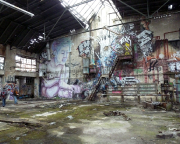 VEB Furnierwerk Berlin in Karlshorst,  in einer der ehemaligen Produktionshallen - Kunst