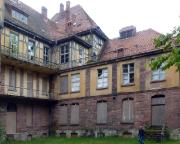 Sophienheilstätte  – Blick vom Hof auf einen der Seitenflügel