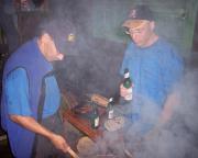 Fachsimpelei beim abendlichen Grillen an der Vereinshütte