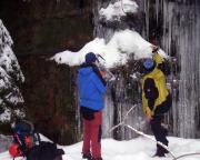Ein anderer Eisfall im Uttewalder Grund steht noch nicht, das Eis ist noch fragil