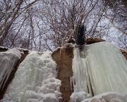 Das hat bestens geklappt - Toprope eingerichtet - Seilwurf im Eis