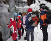 Erster Eiskontakt für die Kinder im Uttealder Grund