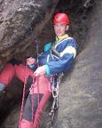 Steffen an einem eher ungewöhnlichen Standplatz – vor der Ausstiegswand des Unteren Reitgrats