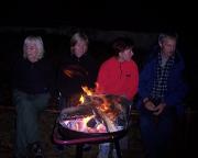 Nach dem Geburtstagsgrillen in gemütlicher Runde am offenen Feuer vor der Vereinshütte