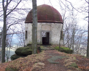 Romantisch, schön, beeindruckend – aber leider offiziell unzugänglich – der Pavillon auf dem Kleinen Winterberg