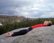 Auch das gehört zum Klettern - Ruhepause mit Sonnenbad auf dem Gipfel