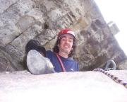 Thomas am Standplatz und Gipfelbuch unter dem Mauerbogen der Festung Königstein