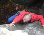 Ralf im sehr schweren Alten Weg am Dreiblockstein, der für III nie und nimmer zu haben ist.