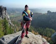 Steffen auf dem Gipfel der Wehlnadel mit herrlichen Fernsichten in die Herbstlandschaft