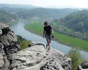 Thomas erreicht den Gipfel der Wetterwarte im Wehlener Gebiet