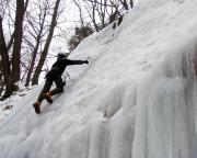 Eisklettern - Fechi im leicht liegenden Eis unterwegs