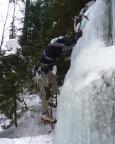 Eisklettern - Fechi im Einstieg des Eisfalls im Uttewalder Grund