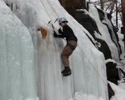 Eisklettern sieht einfach aus, ist es aber nicht - das Übersteigen von Biegungen ist echt tricky