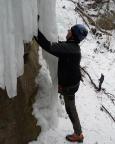 Eisklettern - Fechi wagt und gewinnt: Eisklettern am freihängenden Zapfen.