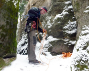 Winterlicher Kletterversuch - Fechi am Einstieg des Alten Wegses der eingeschneiten Heidewand