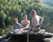 Klettern im Bielatal  Familie -  Fechner auf dem Gipfel der Stinkmorchel - nach einem heroischen Übertritt ;-))))