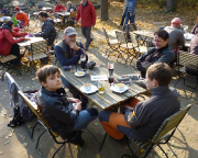 Wann gibt es das schon einmal: Biergartenwetter im November auf dem Pfaffenstein