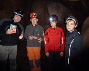 Die Höhle ist befahren, der Cache gefunden - die Freude ist unterschiedlich ;)