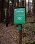 Die Regeln der Kernzone sind zu beachten ...  wenn man auf den Bergsteigerpfaden die Honigsteine durchwandert.