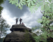 Wiese und Roberto am Gipfelbuch des Großen Lorenzsteins
