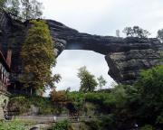 Das Tagesziel ist erreicht, das Prebischtor, wohl das größte freistehende Felsentor Europas.