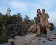 Almuth und Wiese auf dem Gipfel des Papst am Papststein
