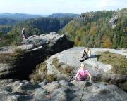Um zum Gipfel zu gelangen, muss zunächst von Vorblock zu Vorblock gesprungen und übergefallen werden.