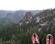 Trailrunning bei Schmilka - An der Goldsteinaussicht - jeder bewusste Jogger sollte seinen Schuhen mal einen solch genialen Blick gönnen.