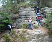 Nach dem Honigsteinkopf geht es erst richtig los - auf dem Bergpfad zum Honigstein