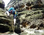 Almuth wagt ihren ersten Vorstieg an einem unbekannten Gipfel - und kehrt später völlig richtig um, als das gelände schwerer und ungesicherter wurde, als erwartet. Alter Weg am Khedive