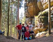 Tour 05 - Unser Männertagsteam in der Morgensonne am Fuße der Heidewand
