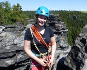 Almuth stolz nach ihrem ersten echten Vorstieg auf dem Gipfel des Südlichen Wiesensteins