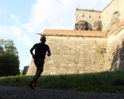 Schattenspiele kurz vor dem Lauf in die Festung, ein knochenharter Anstieg