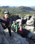Die letzten steilen Meter vor der großen Kulisse des Elbsandsteingebirges
