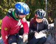 Hoffi und Franzi tragen sich erstmals in ein Gipfelbuch ein der Auftaktgipfel ist problemlos gemeistert worden