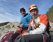 Strahlende und wärmende Herbstsonne auf dem Gipfel Kleinsteinwand