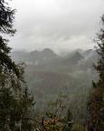 Regen im Kleinen Zschand, Blick auf Lorenzsteine und Hinteres Raubschloss