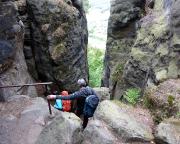 Abstieg vom Pfaffenstein durch das Nadelöhr