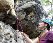 Überhängender Einstieg des Leichten Weges am Bergfreundschaftsstein